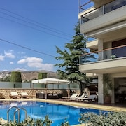 Luxury Apartment in Voula with Pool
