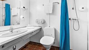 Dusj, hårføner, håndklær og såpe