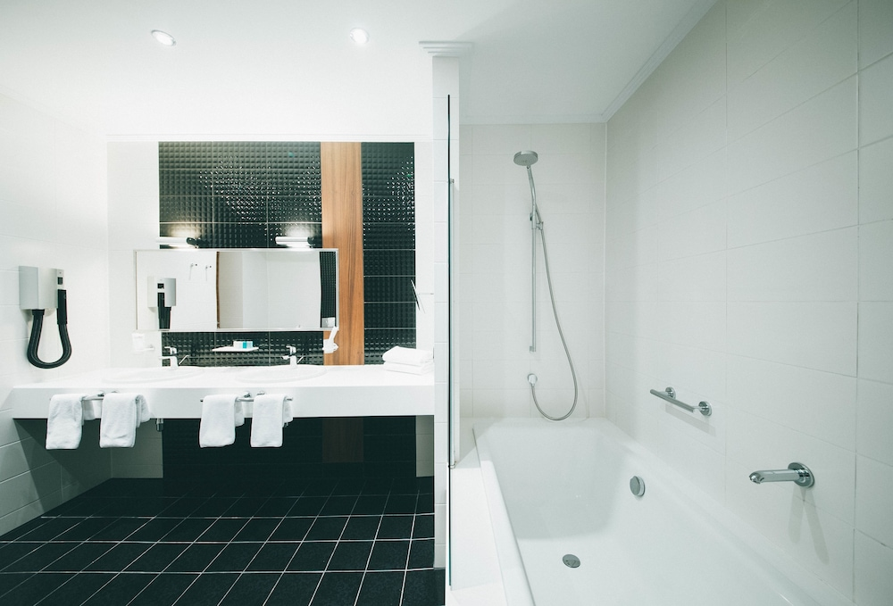 Bathroom, LAVICON Hotel Collection