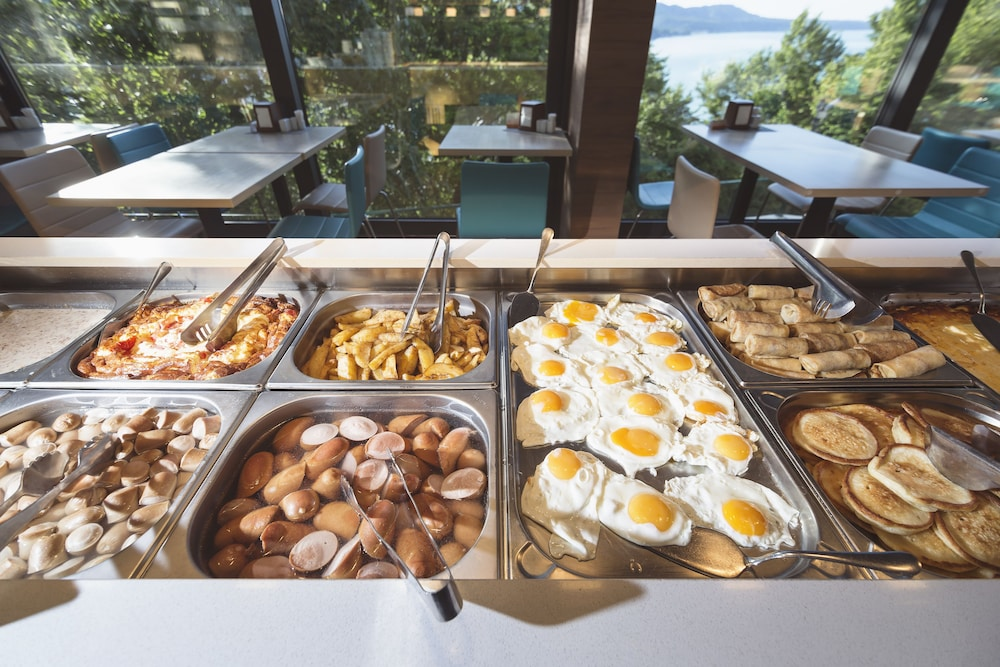 Breakfast buffet, LAVICON Hotel Collection
