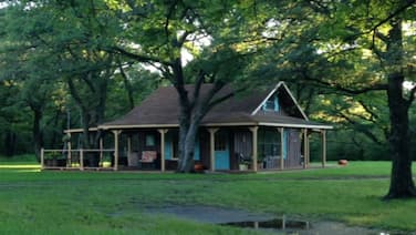 Family/pet Friendly Country Cabin Firepit Minutes To DFW & Texas Motor Speedway