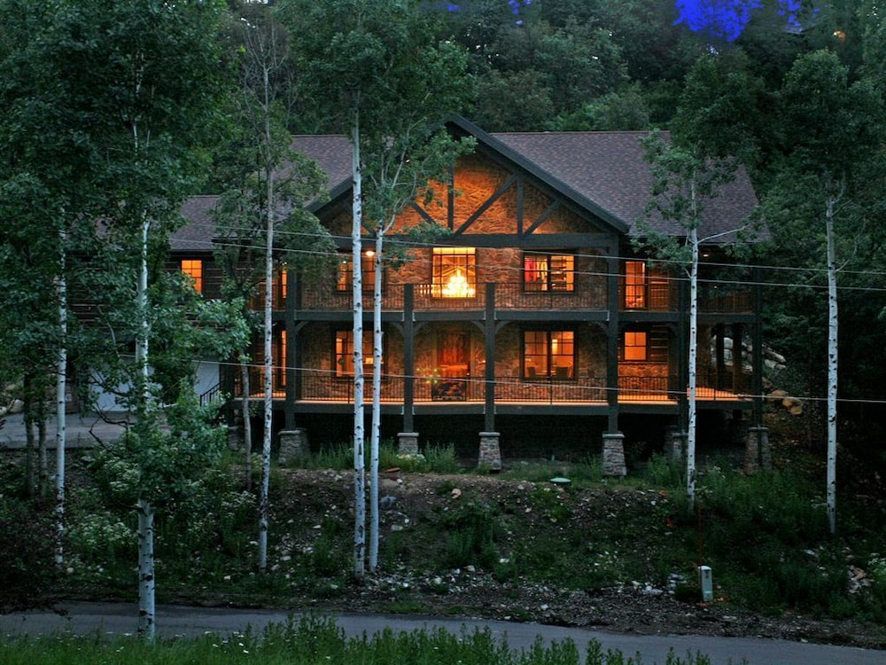 hidden forest luxury lodge close to ski runs hot tub theater rh orbitz com