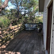 Treetop Cottage, 1bd/1ba 2nd Story Apartment--quiet and Secluded