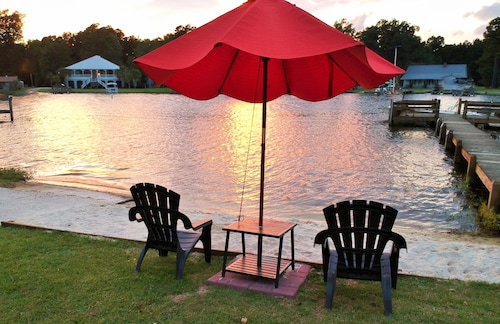 NEW Listing! Lake Marion Lakefront! Ramp, Sleeps 12, Wi-fi, Cable