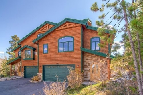 Luxury Eagles Nest House, Sleeps 10, Your Mountain Perch