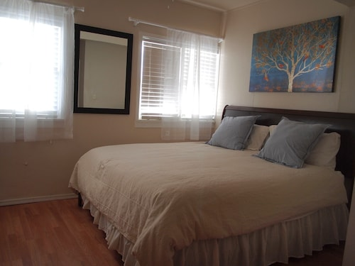 Studio Unit With King Size Bed!