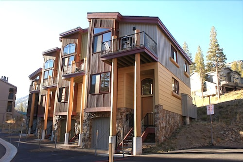 The Sentinels Townhomes #7 2 Bedrooms 3 Bathrooms Townhouse