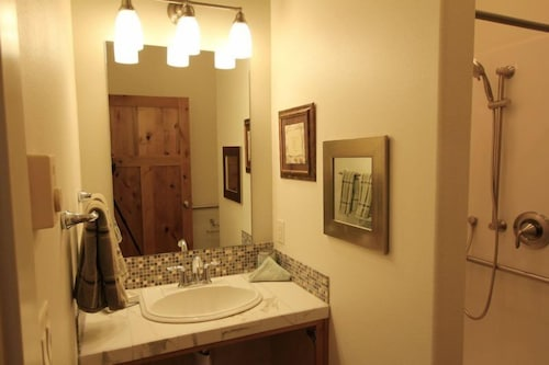 Great Place to stay Sisters Suite 2-middle 1 Bedroom 1 Bathroom Condo near Sisters