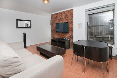 Newly Renovated 2 BR on Upper East Side 2 Bedrooms 2 Bathrooms Apts