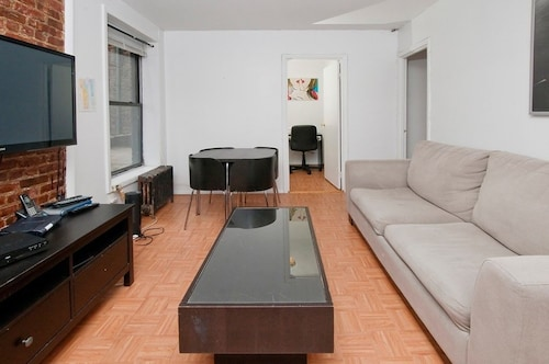 East 94th Apartment #232466 2 Bedrooms 2 Bathrooms Apts