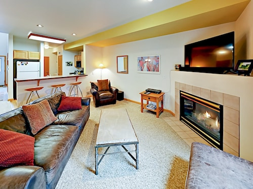 2BR w/ Patio & Bbq, Close to Skiing 2 Bedrooms 2.5 Bathrooms Townhouse