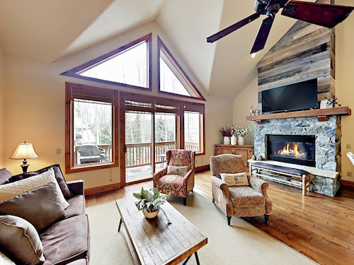 Ski-in/ski-out Arrowhead Village 2BR w/ Pool & Spa 2 Bedrooms 2 Bathrooms Townhouse