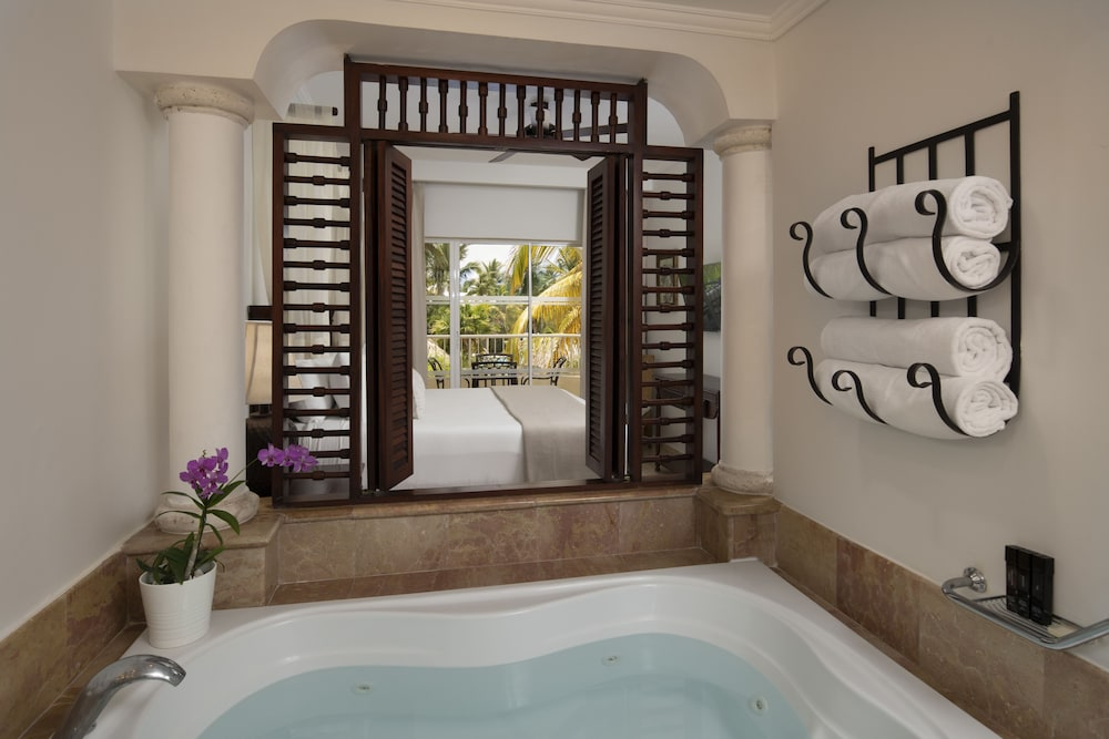 Bathroom, Melia Caribe Beach Resort - All Inclusive