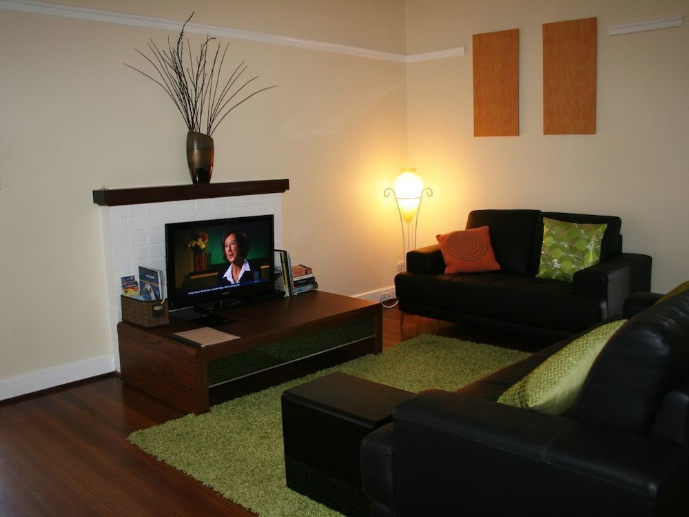 Oxford 1a Smart Two Bedroom Apartment Next To Uwa Free Wi Fi 2018