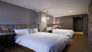 高級寢具、書桌、窗簾、免費嬰兒床