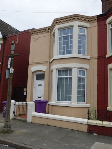 Top 10 Accommodation Near St Barnabas Church From AU58