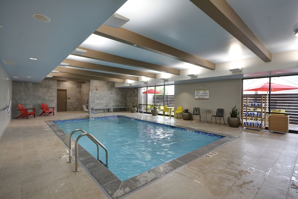 Pool, Home2 Suites by Hilton Portland Airport