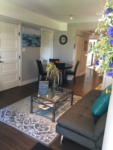New 1 Bdrm Private Suite, Self Contained Private Entrance, Small dog Welcome!