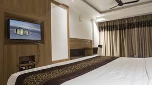 高档床上用品、保险箱、书桌、熨斗/熨衣板