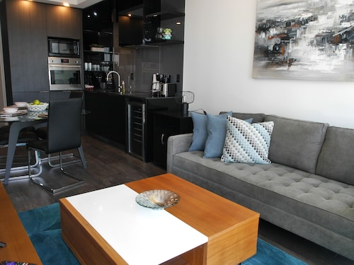 Great Place to stay Newly Decorated 2BR Financial District near Toronto
