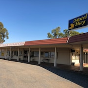Outback Quarters Motel Hay