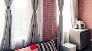 1 bedroom, premium bedding, blackout curtains, soundproofing