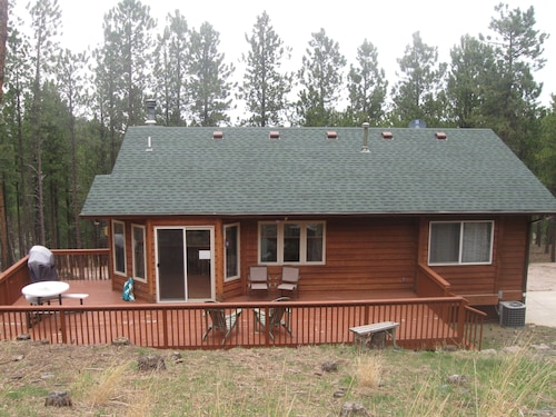 Omega Secluded Cabin 18 Miles to Mt. Rushmore! Wifi, Hottub