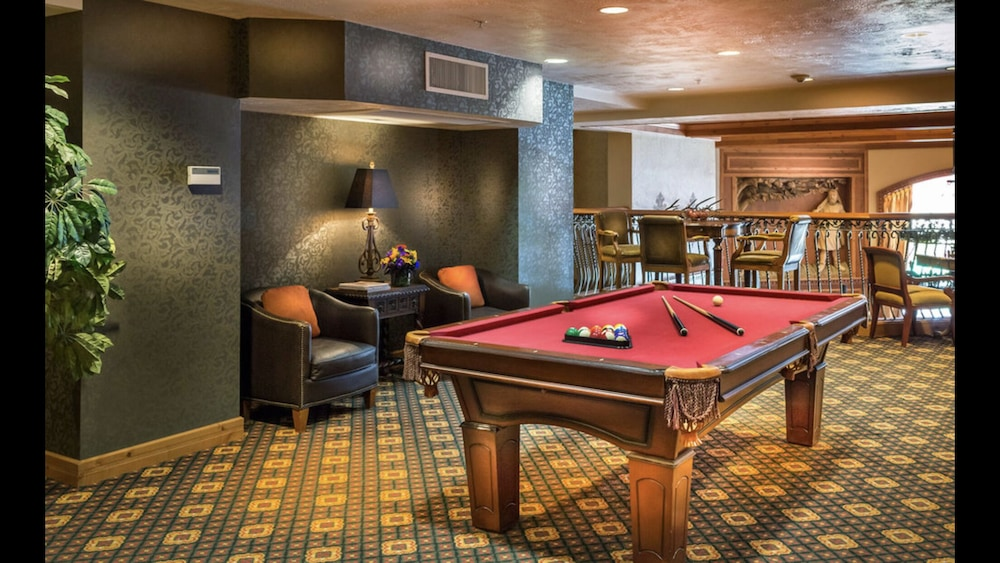 Game Room, 211 Pool IS Open! Zermatt Resort King Suite!