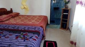 6 bedrooms, premium bedding, desk, soundproofing