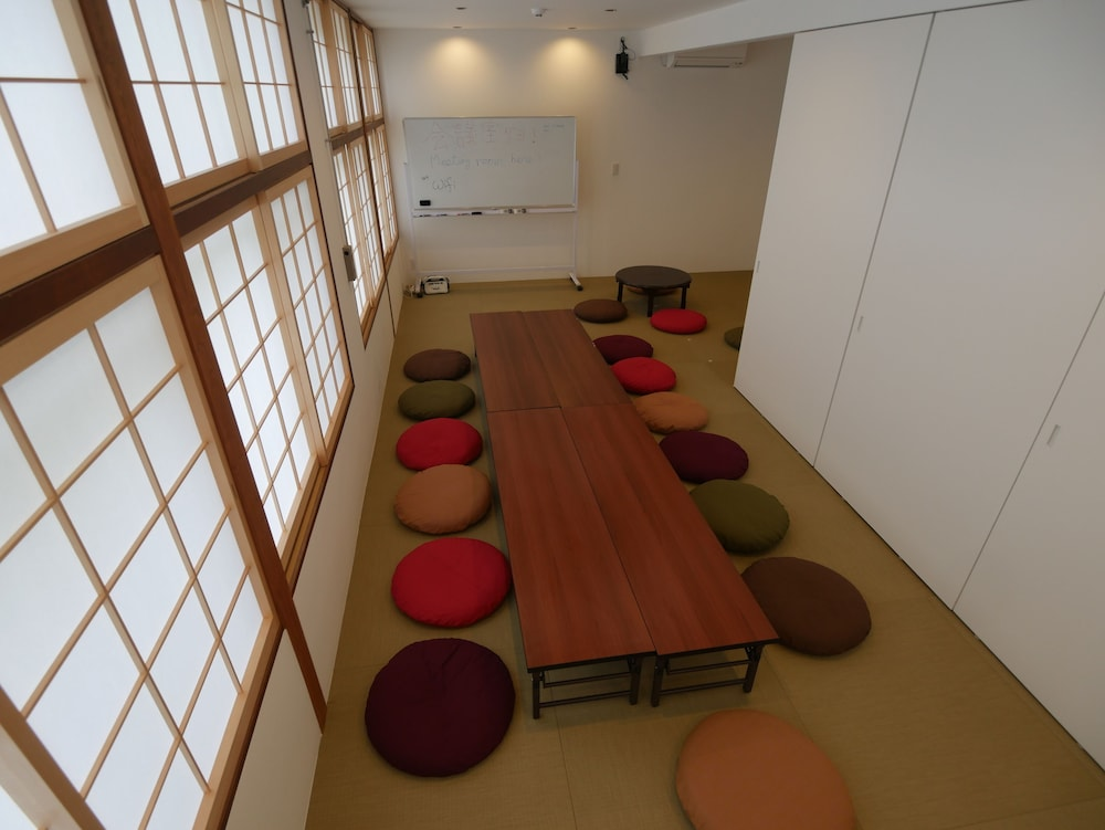 Meeting Facility, J-Hoppers Lake Biwa Guesthouse - Hostel
