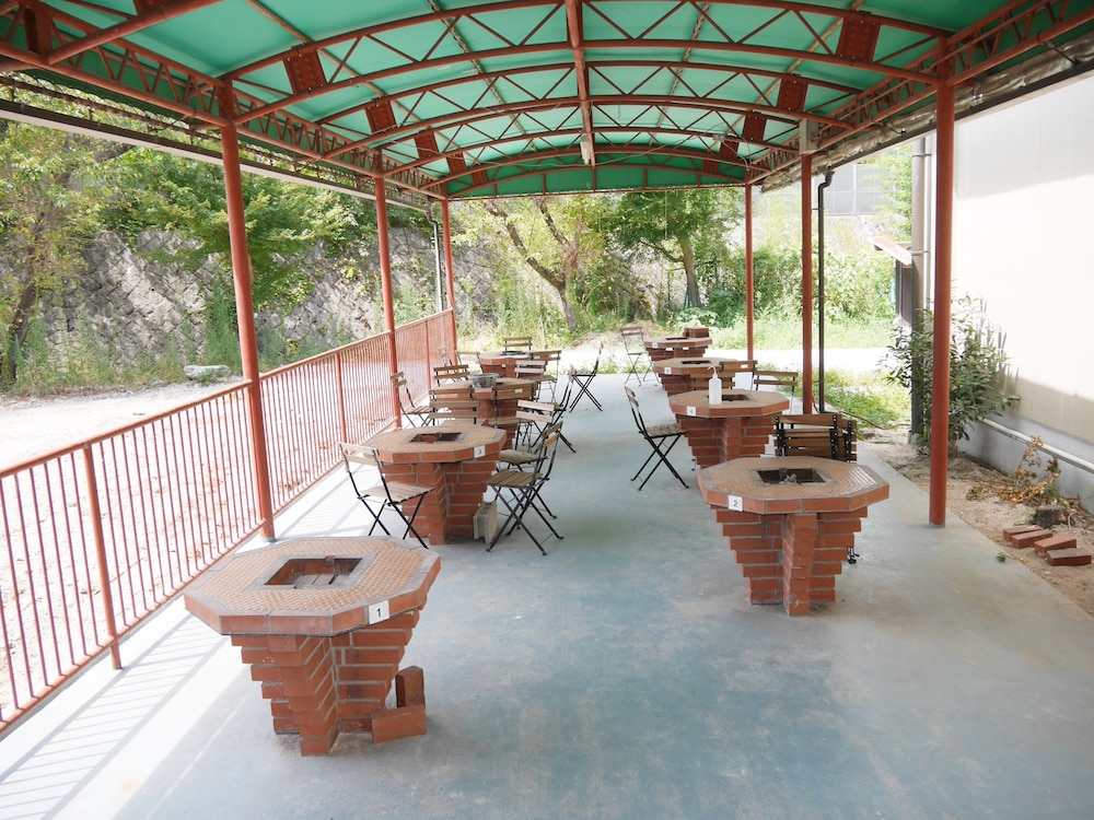 BBQ/Picnic Area, J-Hoppers Lake Biwa Guesthouse - Hostel