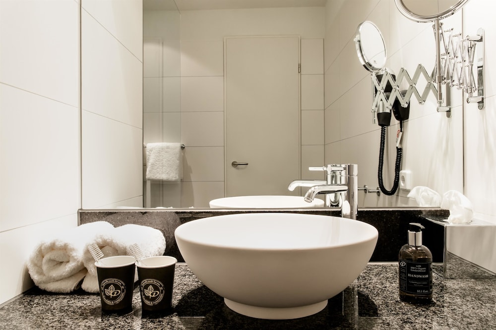 Bathroom, Motel One Bonn-Beethoven
