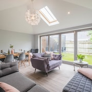 Stylish Family Home by Twickenham Stadium
