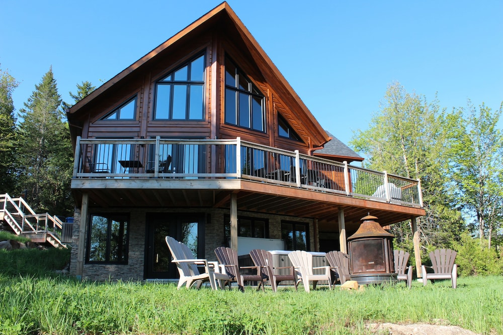 Front of Property, Chalets Chinook - Lac Walfred
