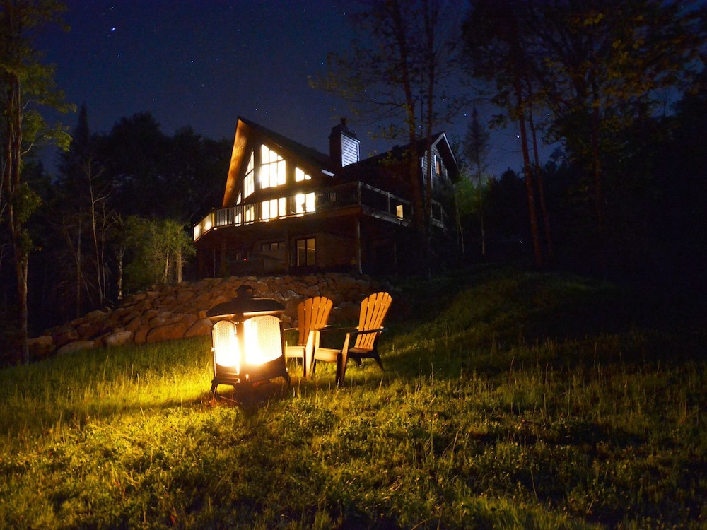 Front of Property - Evening/Night, Chalets Chinook - Lac Walfred