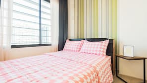 1 bedroom, blackout curtains