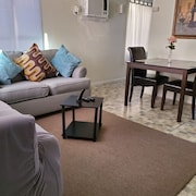 Spacious 1 Bedroom Near Vegas Strip & Downtown Strat Casino. W/ Private Backyard