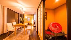 5 bedrooms, premium bedding, down comforters, desk