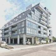 Townhouse Near Yorkdale Shopping Centre