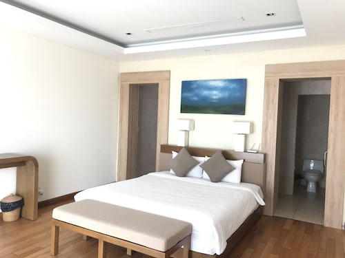 Ocean Resort 3 Bedrooms Danang Living