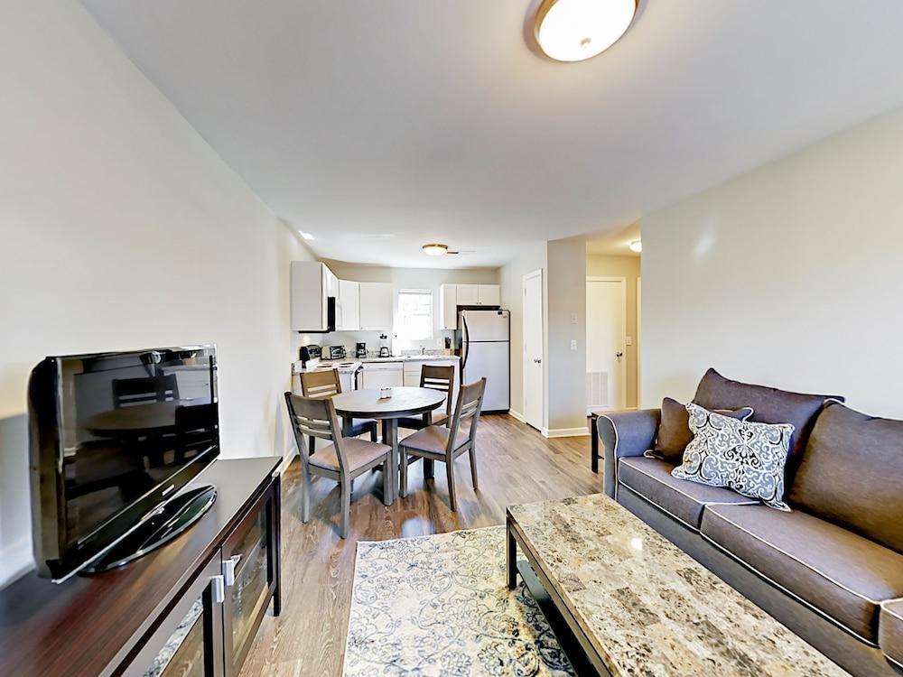 Superbe Weho Getaway Apartment 1 Bedroom 1 Bathroom Apts In ...