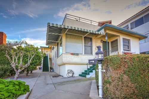 Great Place to stay 551 and 547 W 36th St Apartment 3 Bedrooms 2 Bathrooms Apts near San Pedro