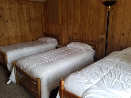 Timber Lane Lodge - Musky Lower 2 Bedrooms 1 Bathroom Condo