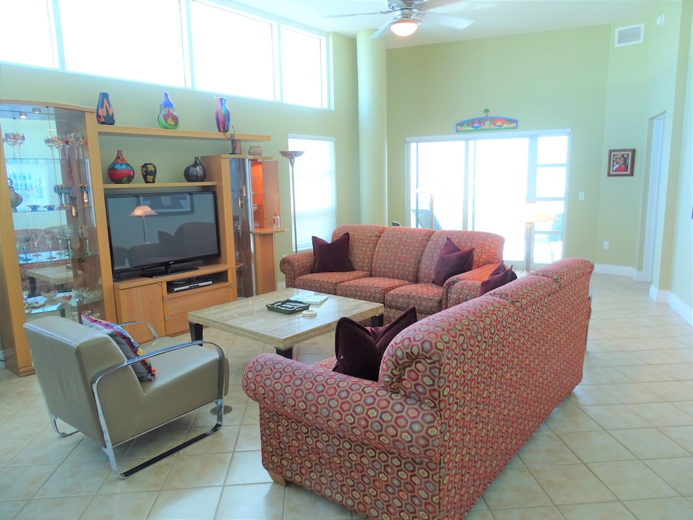 Living Area, Crescent Siesta Key - 503 West-luxury On The Beach! 3 Bedroom Apts