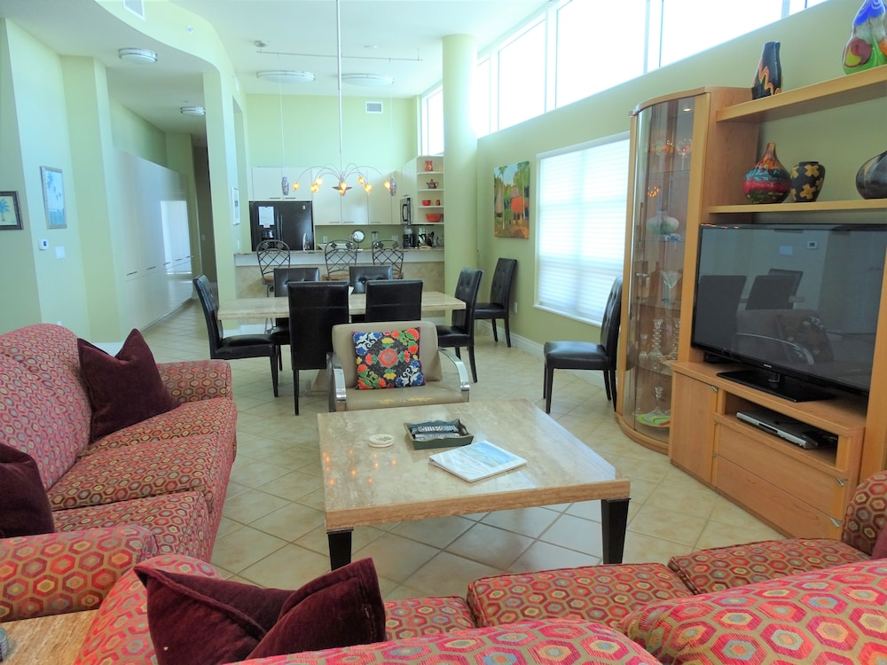 Living Room, Crescent Siesta Key - 503 West-luxury On The Beach! 3 Bedroom Apts