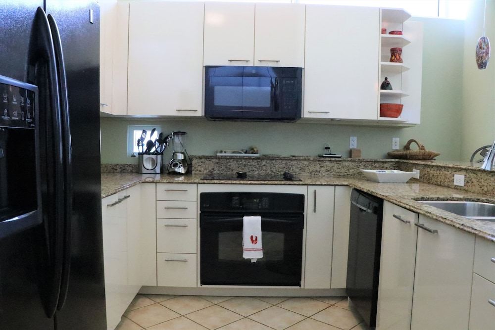Private Kitchen, Crescent Siesta Key - 503 West-luxury On The Beach! 3 Bedroom Apts
