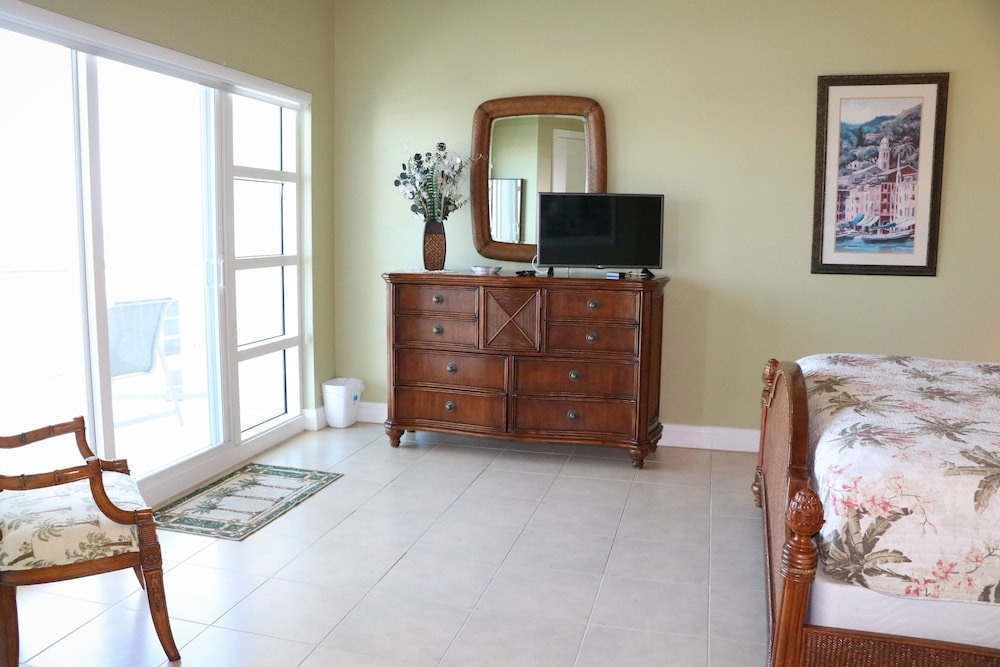 Room, Crescent Siesta Key - 503 West-luxury On The Beach! 3 Bedroom Apts