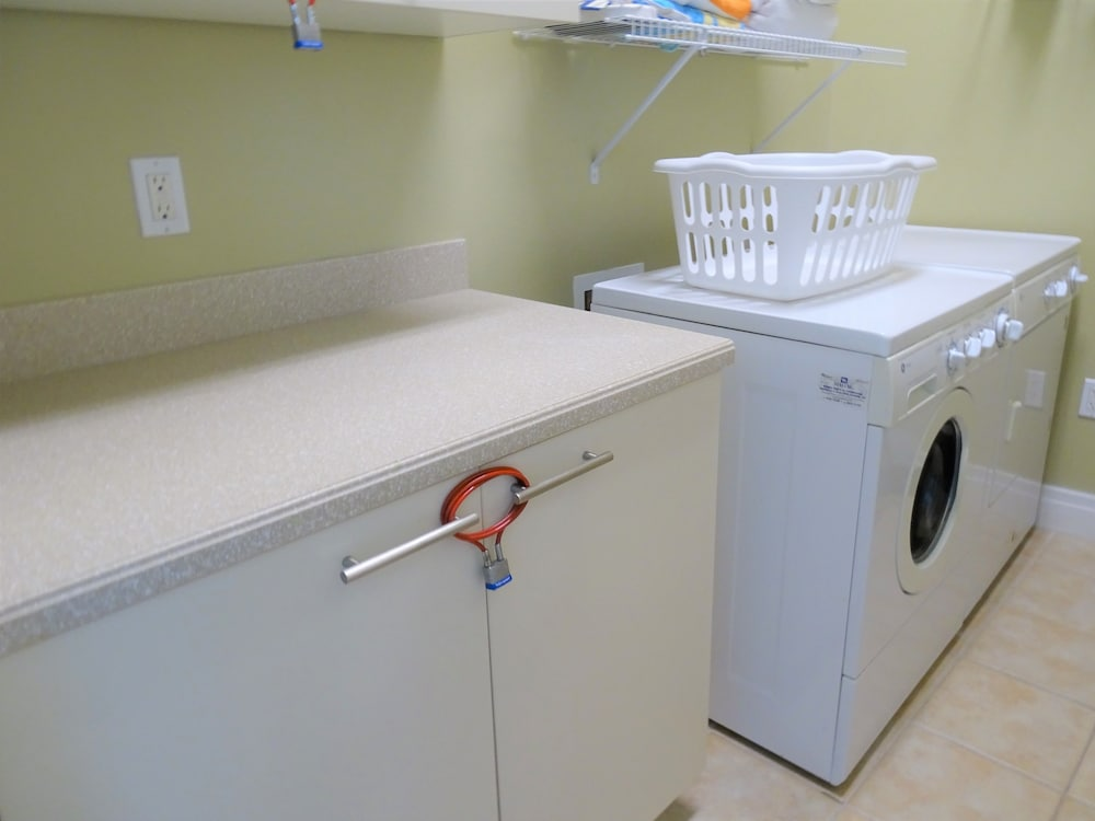Laundry Room, Crescent Siesta Key - 503 West-luxury On The Beach! 3 Bedroom Apts