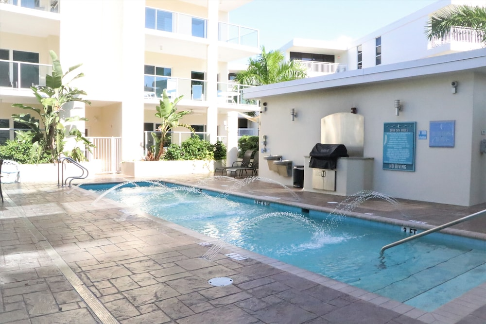 Pool, Crescent Siesta Key - 503 West-luxury On The Beach! 3 Bedroom Apts