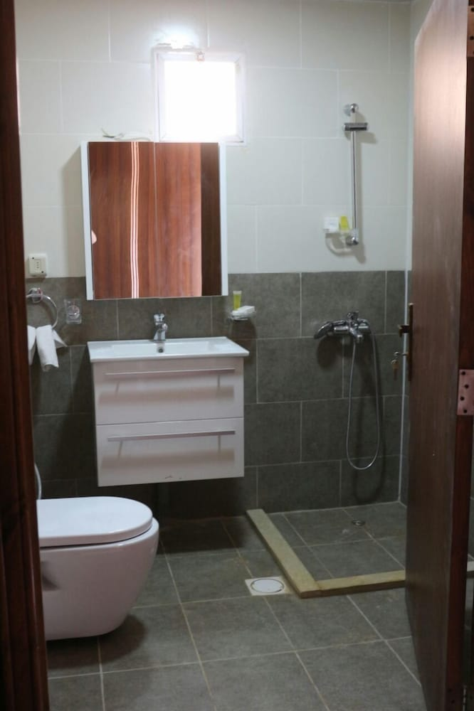 Bathroom, Mazayen Rum Camp